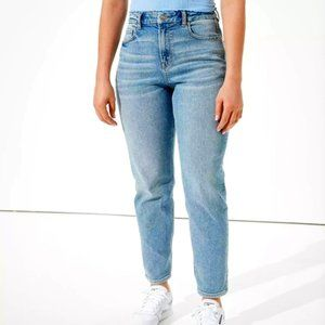 American Eagle Stretch Light Wash Mom Jean NWOT